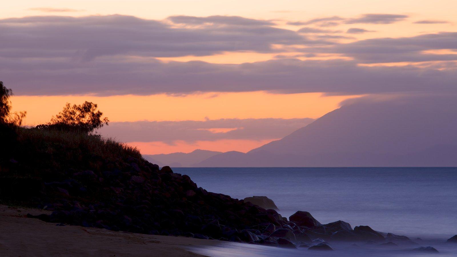 Cairns que incluye vistas de paisajes, vistas generales de la costa y una puesta de sol