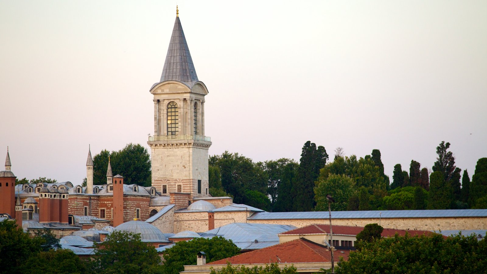 Topkapi Palace which includes chateau or palace and heritage architecture