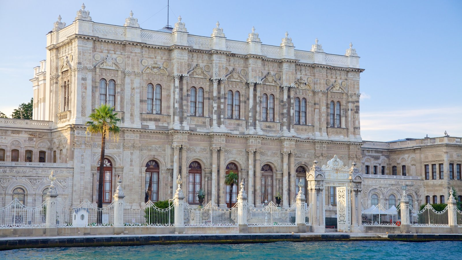 Dolmabahce Palace featuring a castle and heritage architecture