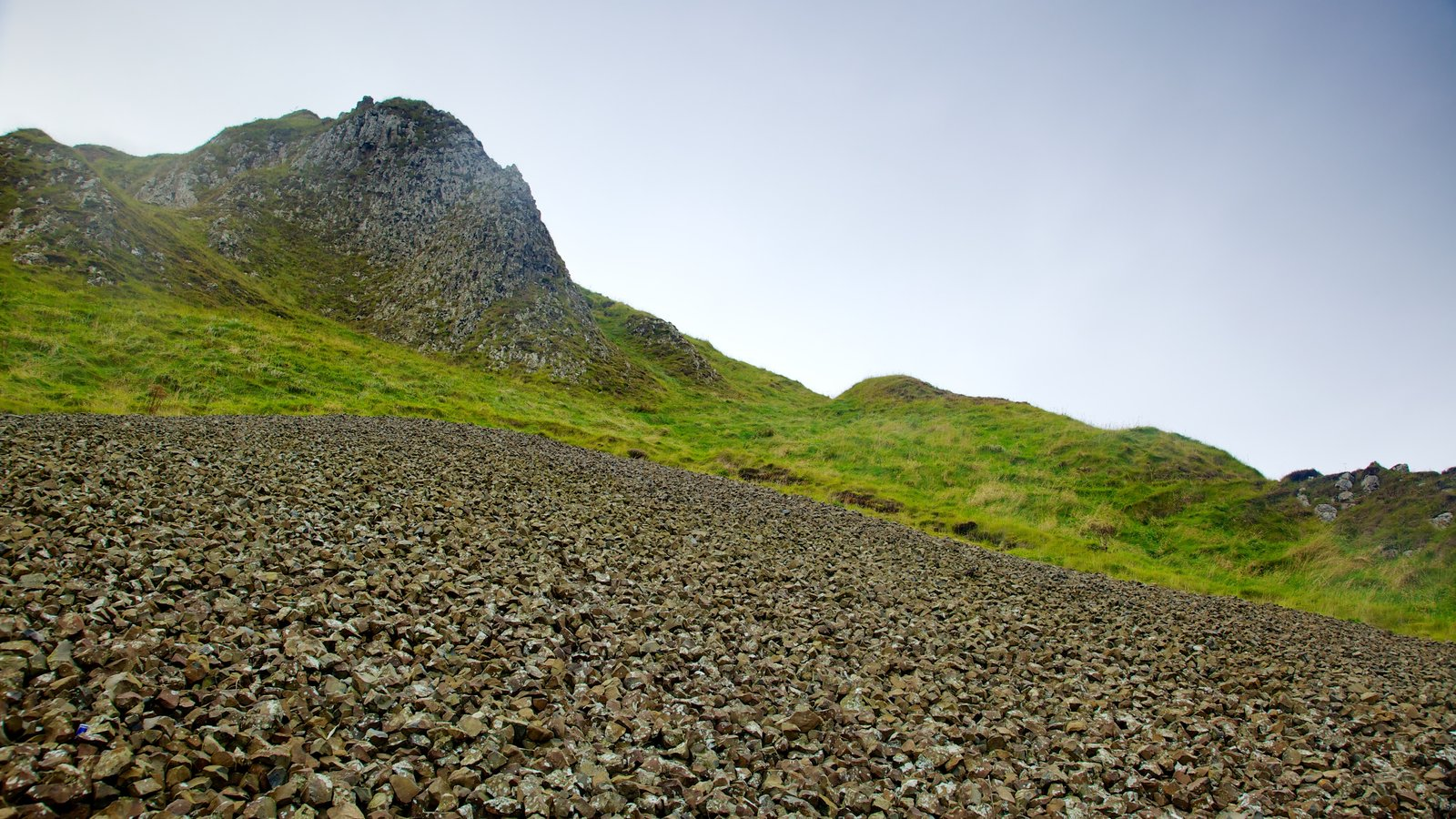 Giant\'s Causeway which includes mountains and tranquil scenes