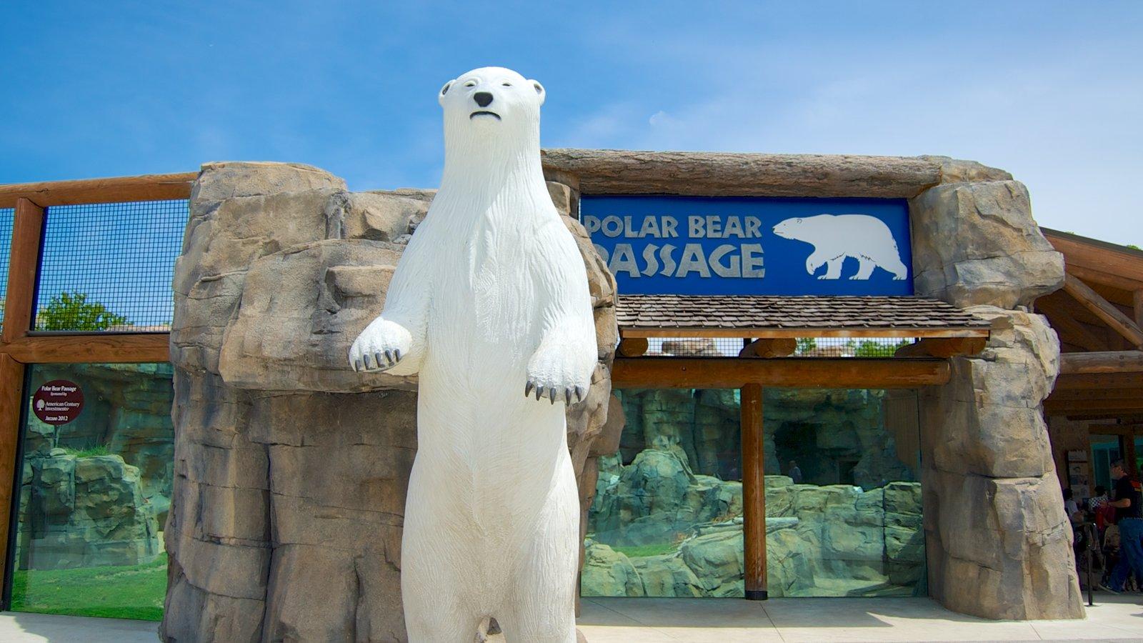 Kansas City Zoo que inclui sinalização e animais de zoológico