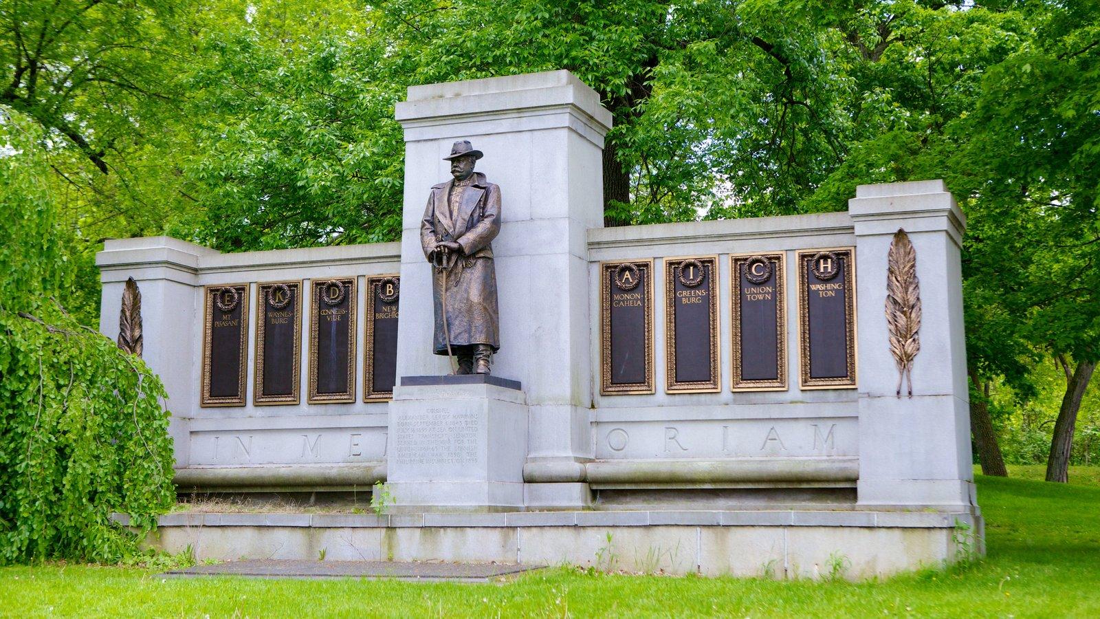 Schenley Park caracterizando um memorial, um parque e uma estátua ou escultura