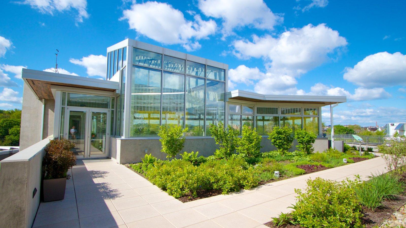 Phipps Conservatory caracterizando arquitetura moderna e um parque