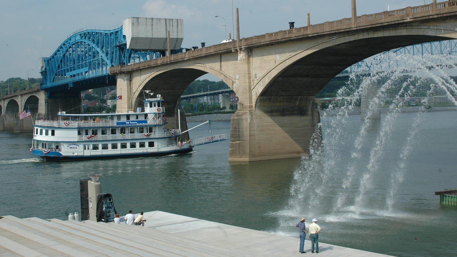 Chattanooga mostrando un puente, un ferry y un río o arroyo