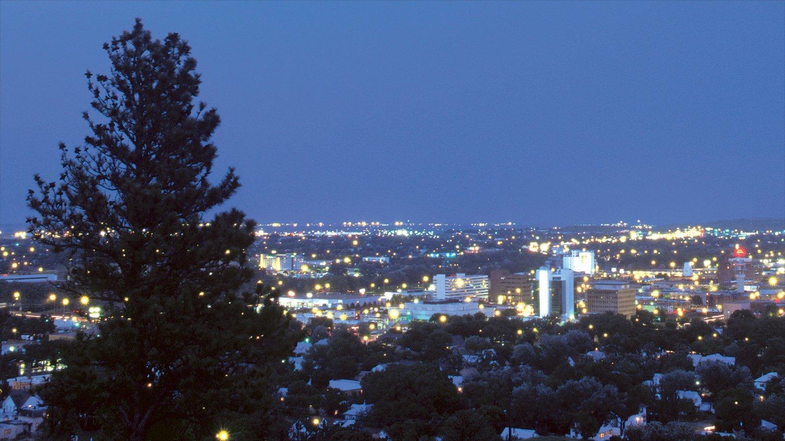 Rapid City que inclui uma cidade e cenas noturnas