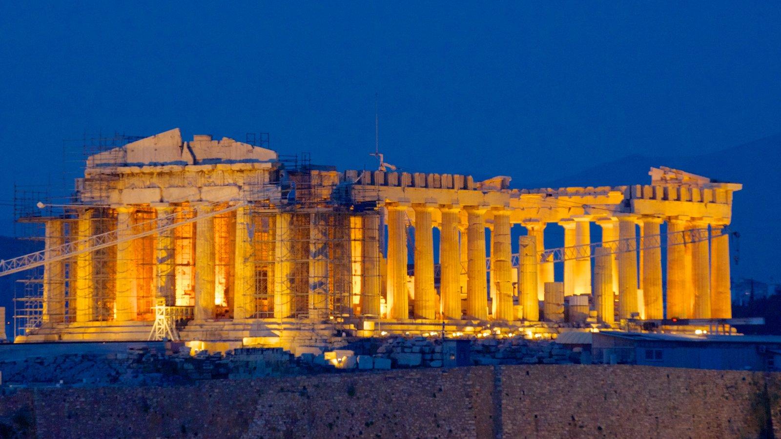 Acrópole que inclui cenas noturnas, arquitetura de patrimônio e elementos de patrimônio