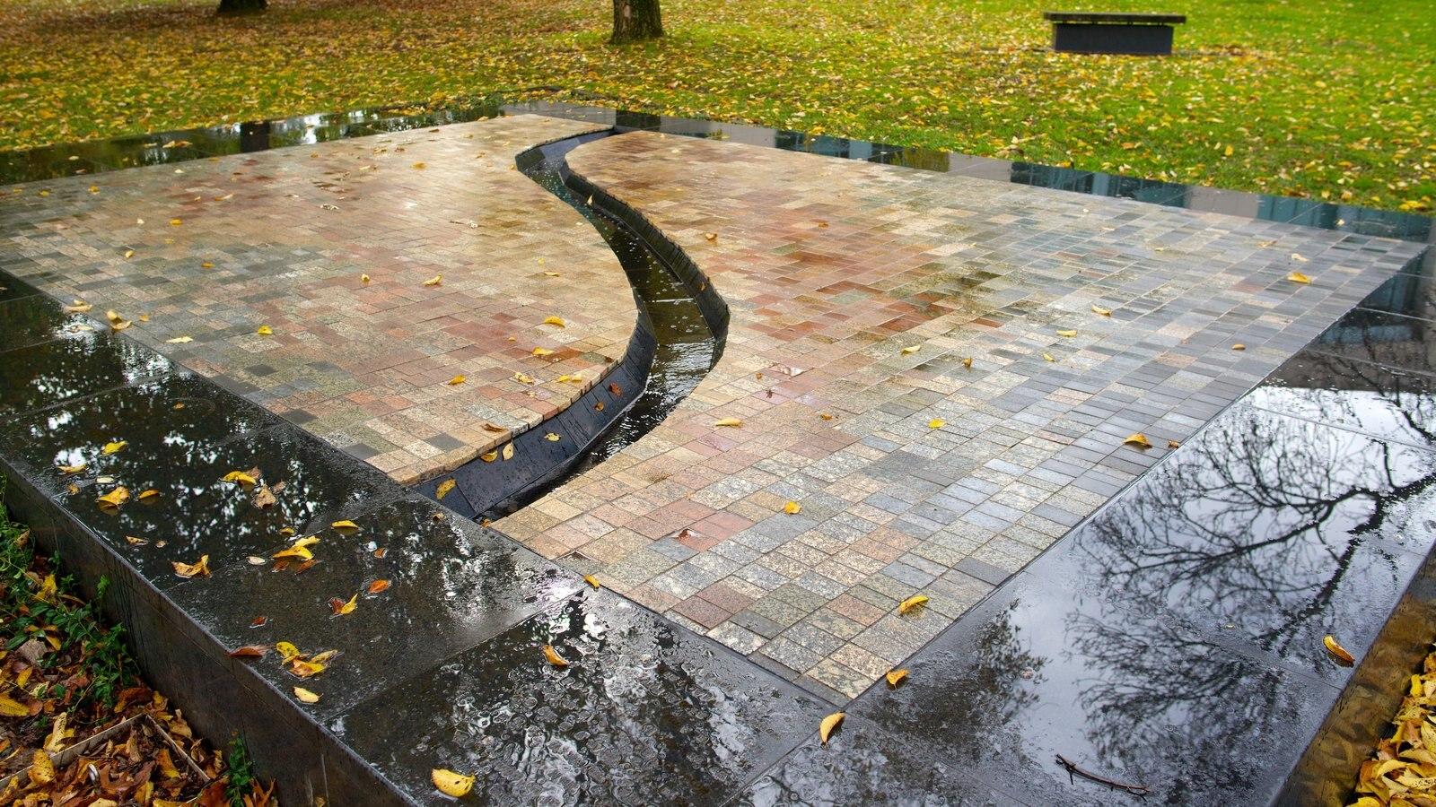 Australian War Memorial mostrando um parque e um memorial