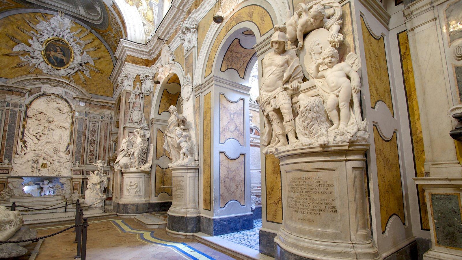 La Cappella Sansevero caracterizando vistas internas, uma estátua ou escultura e uma igreja ou catedral