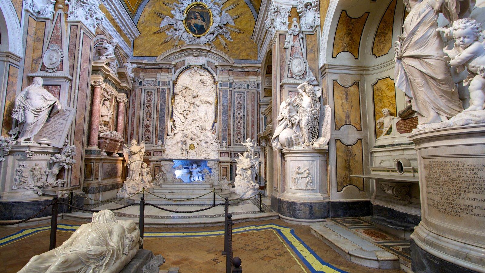 La Cappella Sansevero que inclui vistas internas, uma igreja ou catedral e aspectos religiosos