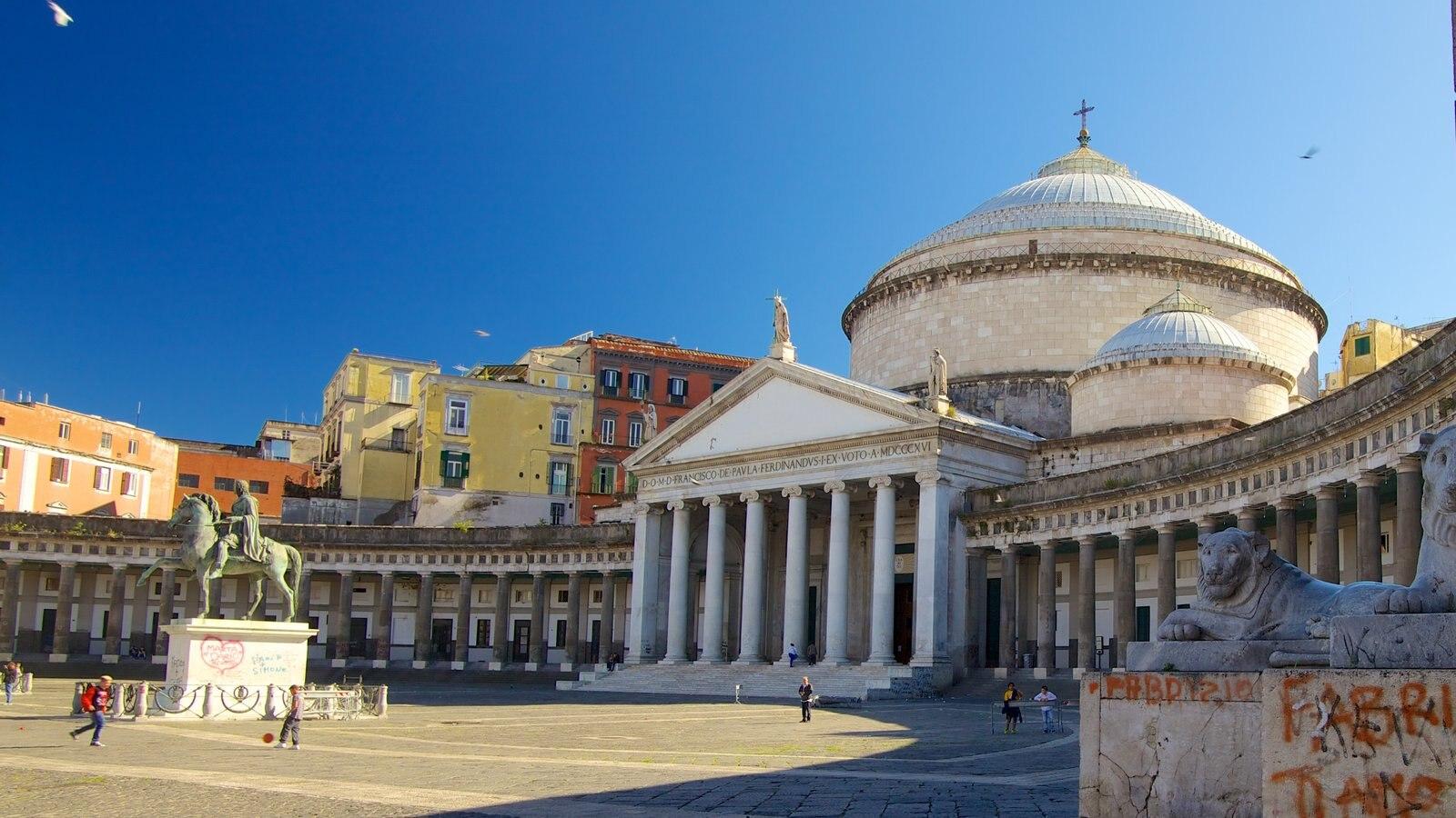 San Francesco di Paola mostrando arquitetura de patrimônio e uma praça ou plaza