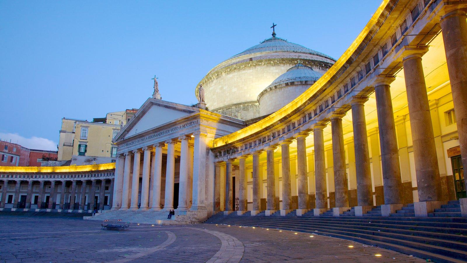 San Francesco di Paola que inclui cenas noturnas, uma igreja ou catedral e uma praça ou plaza