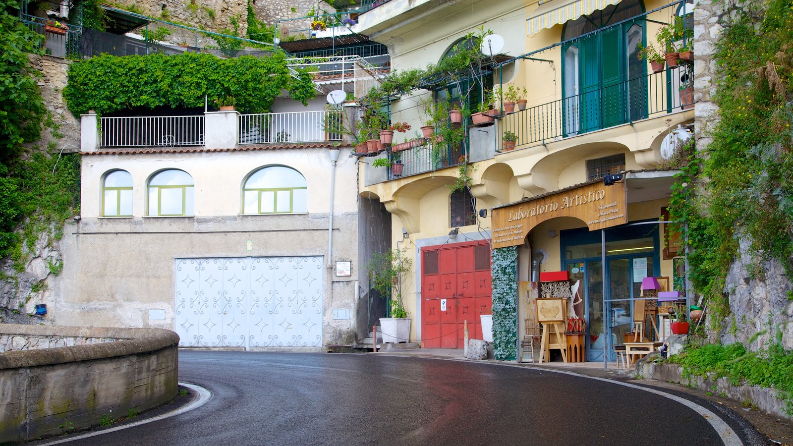 Positano showing street scenes and a house