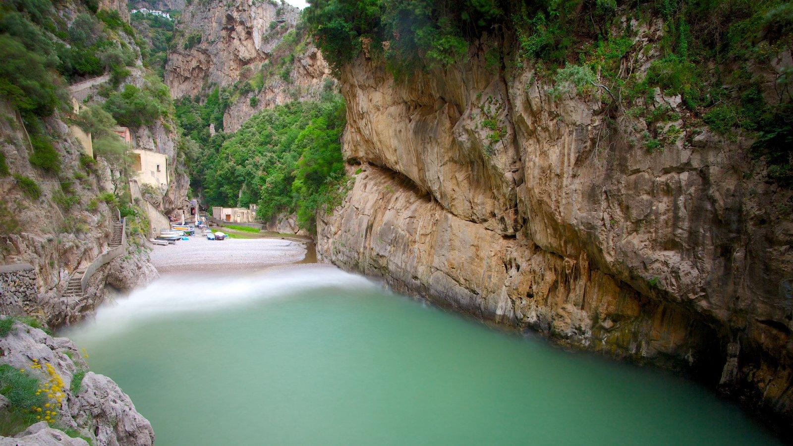 Fiordo di Furore which includes rugged coastline