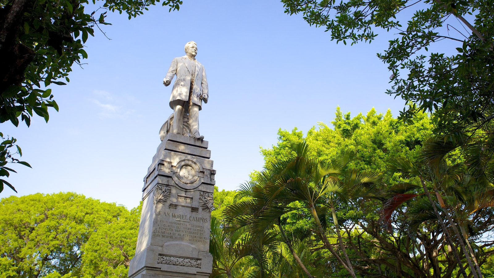 Parque de Bombas featuring a monument and a statue or sculpture