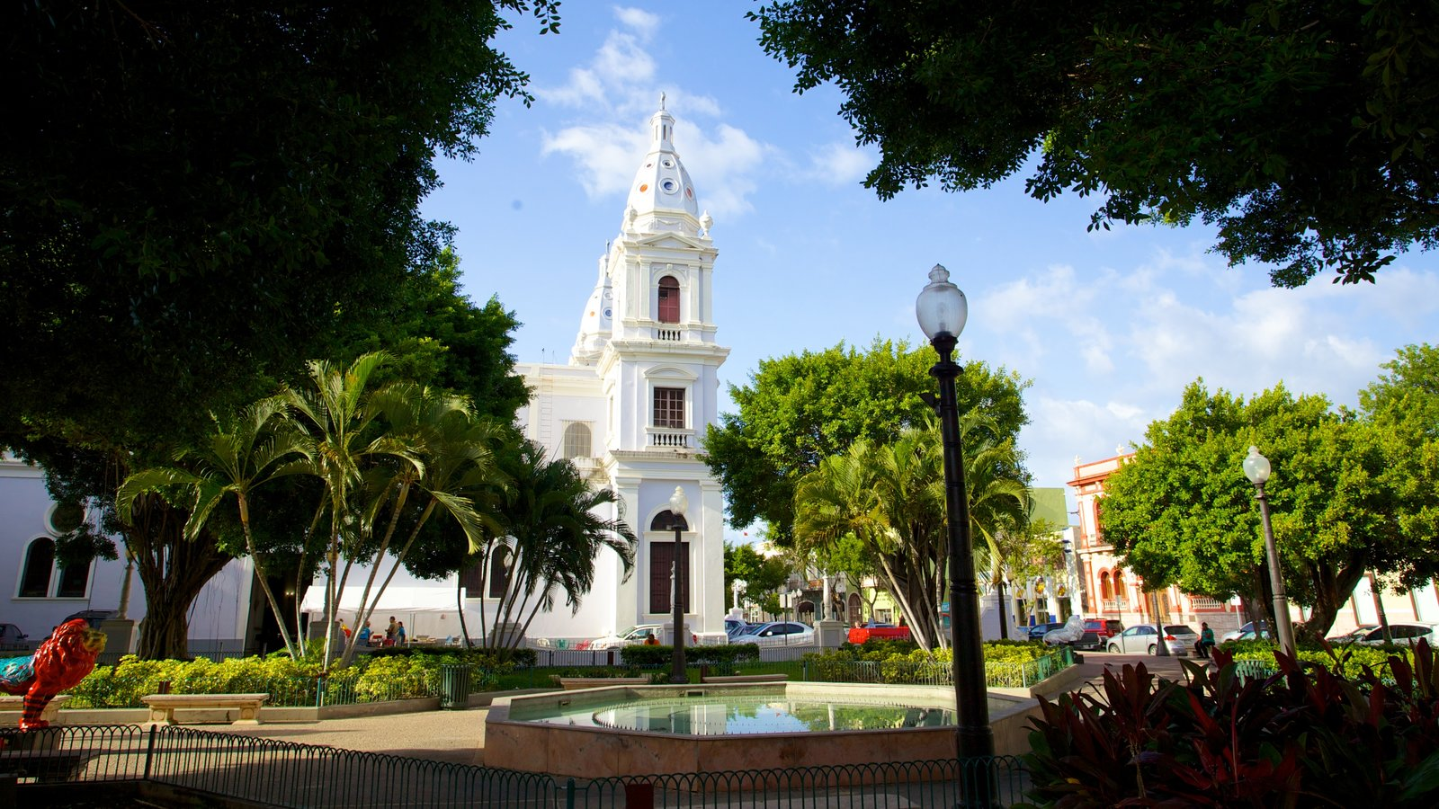 Parque de Bombas which includes a church or cathedral and street scenes