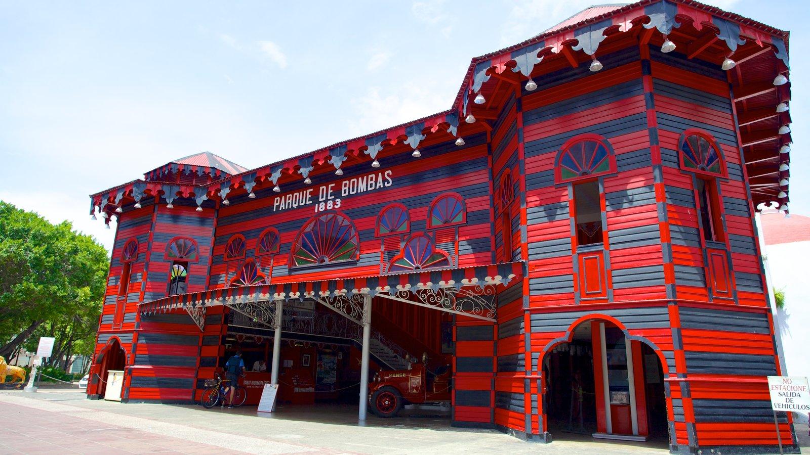 Parque de Bombas featuring street scenes