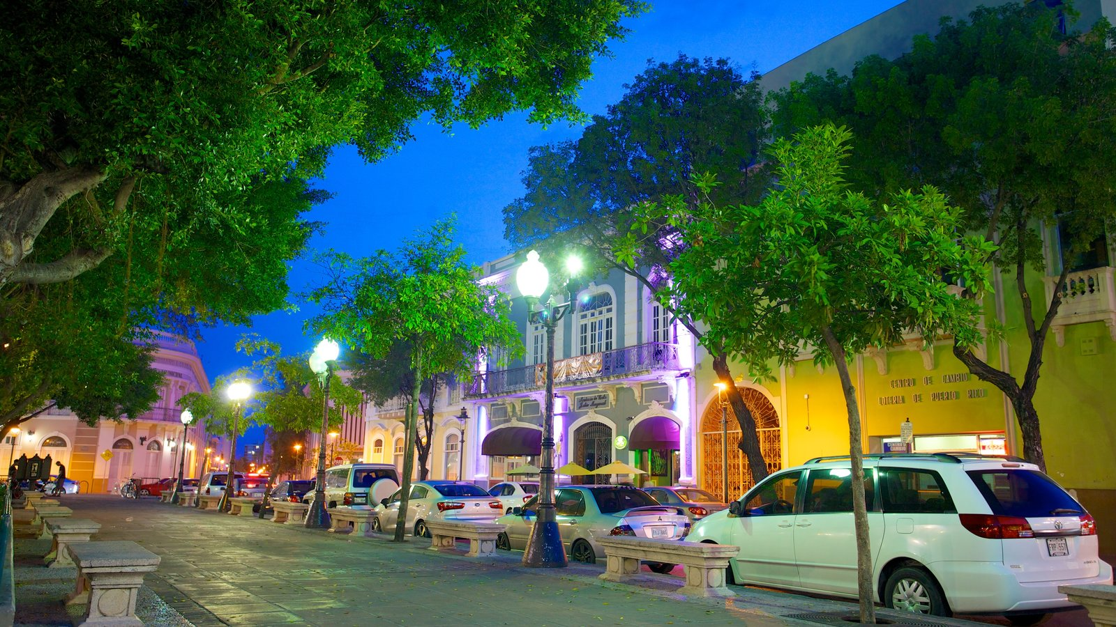 Parque de Bombas which includes street scenes and night scenes