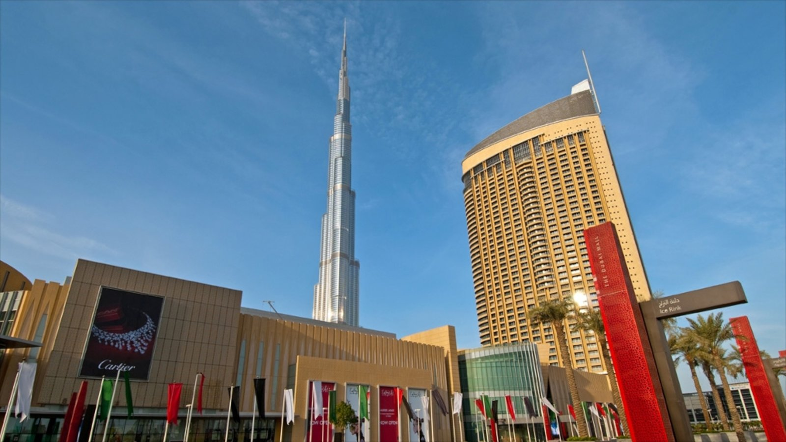 Dubai Mall showing street scenes and a city