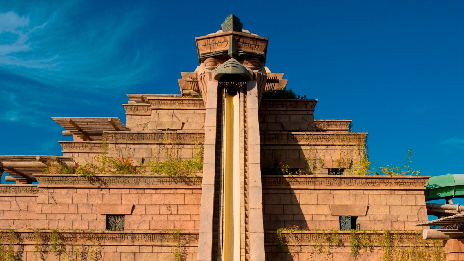 Aquaventure featuring a water park and rides