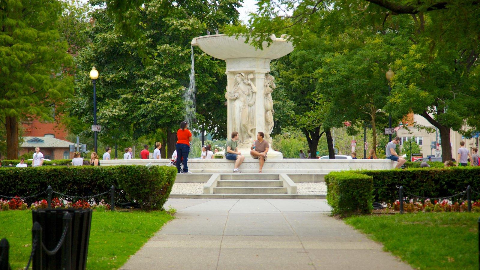 Dupont Circle caracterizando um parque, arte ao ar livre e uma fonte