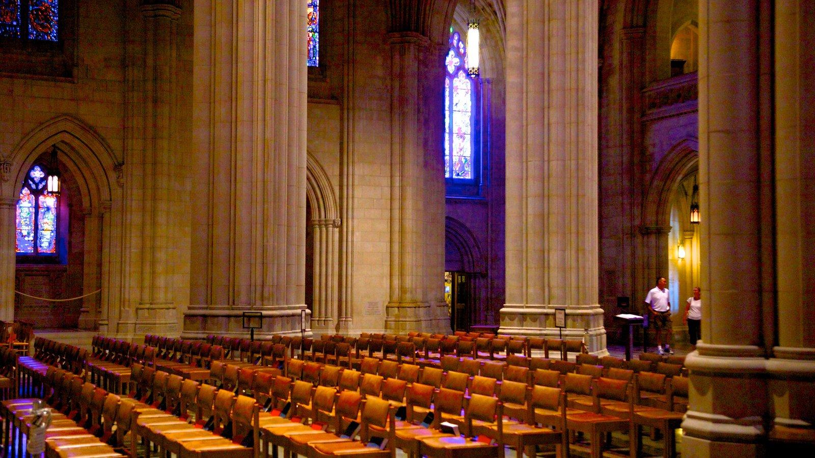 Catedral de Washington caracterizando arquitetura de patrimônio, uma igreja ou catedral e vistas internas