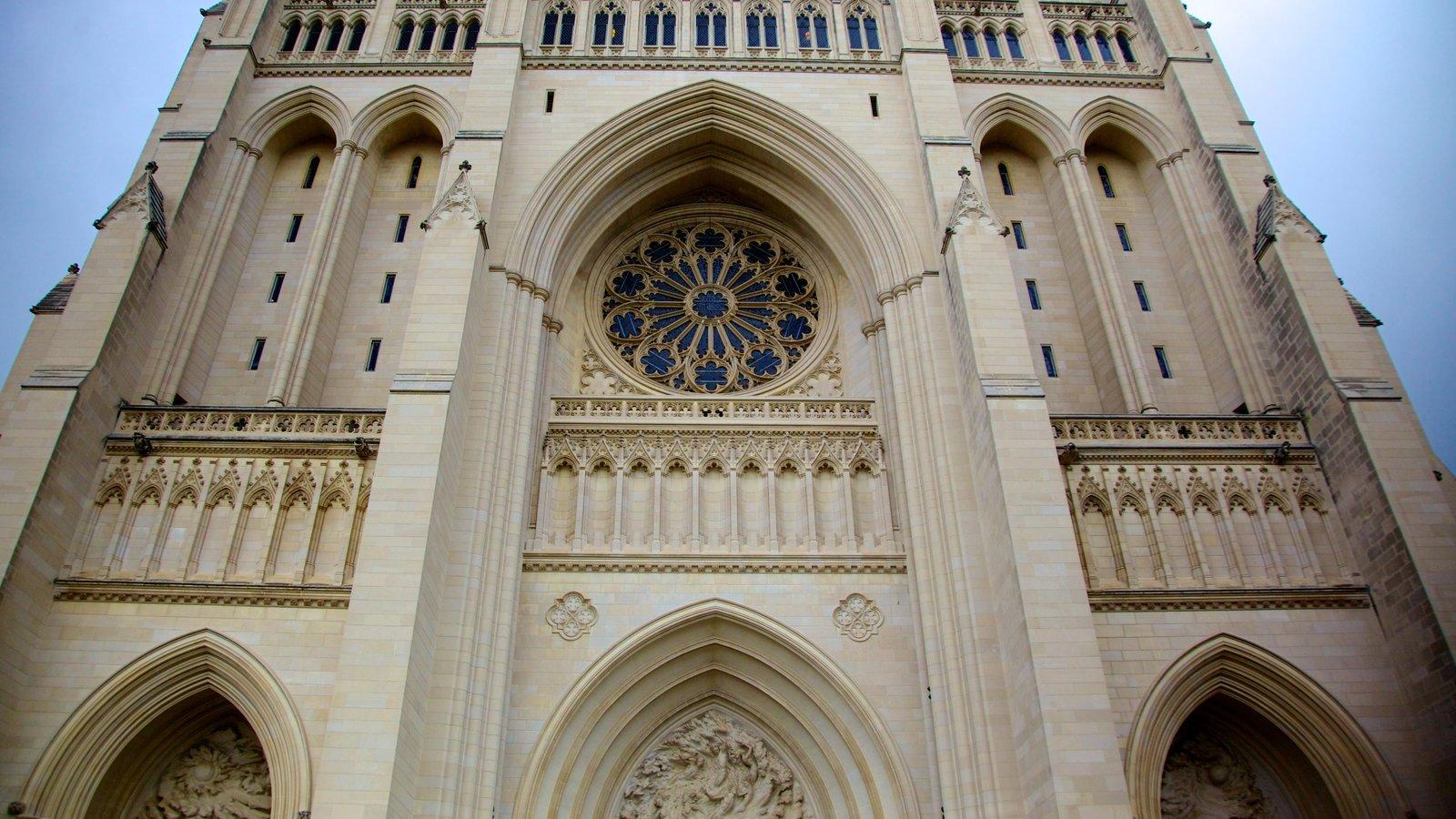 Catedral de Washington mostrando uma igreja ou catedral, elementos religiosos e arquitetura de patrimônio