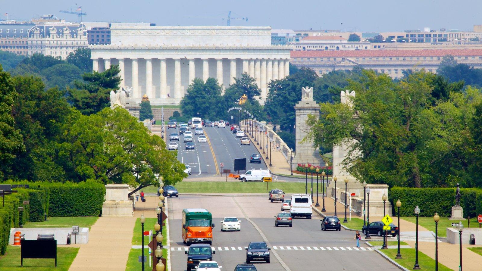 Arlington National Cemetery mostrando uma cidade, um memorial e um cemitério
