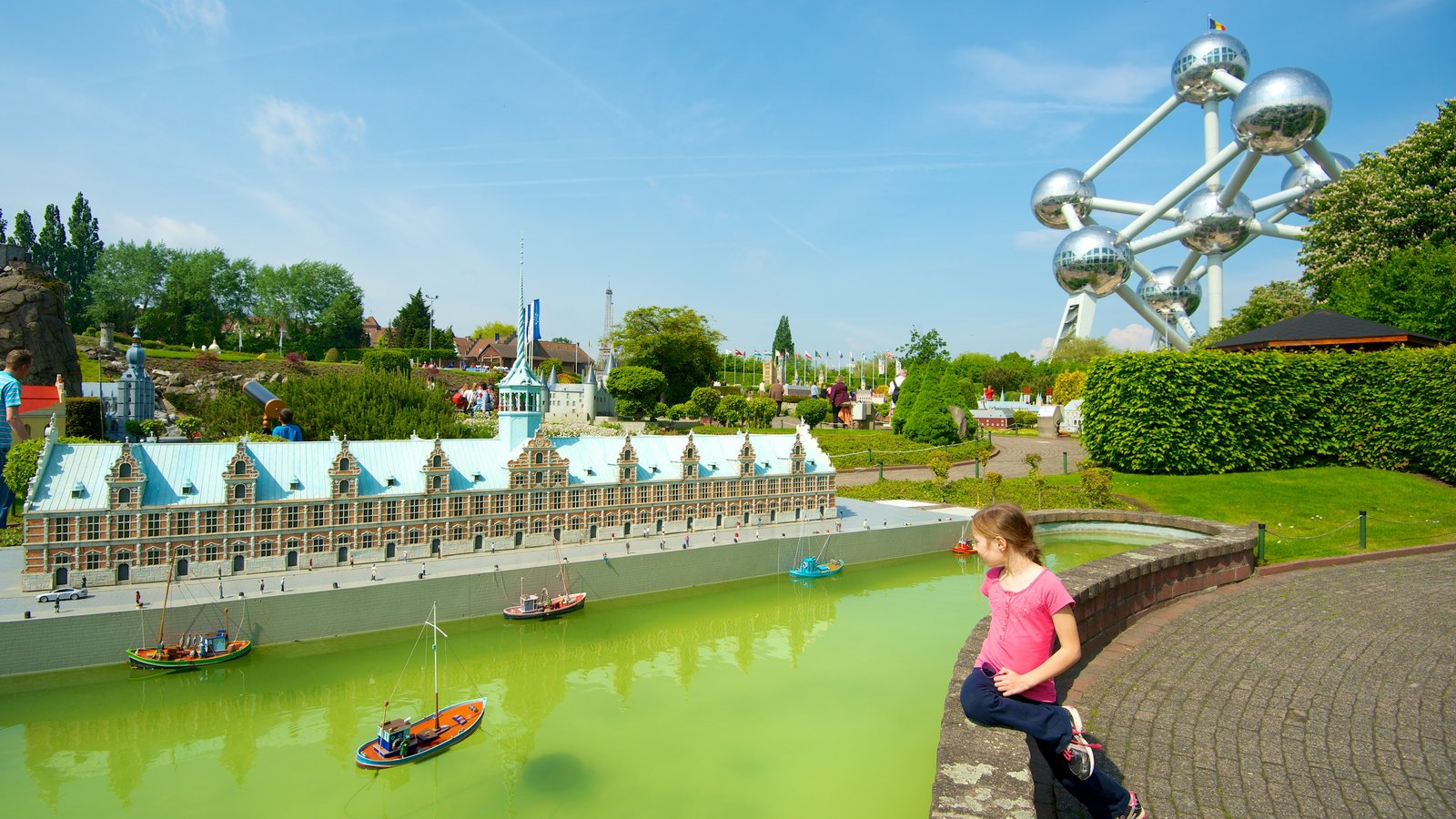 Mini-Europe featuring outdoor art, art and a pond
