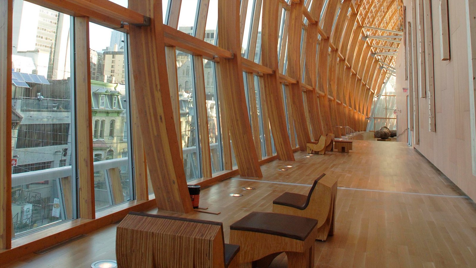 Galeria de Arte de Ontário mostrando vistas internas e arquitetura moderna