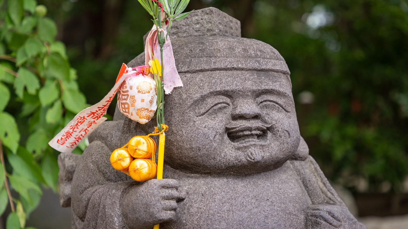 Hakata-ku showing a statue or sculpture