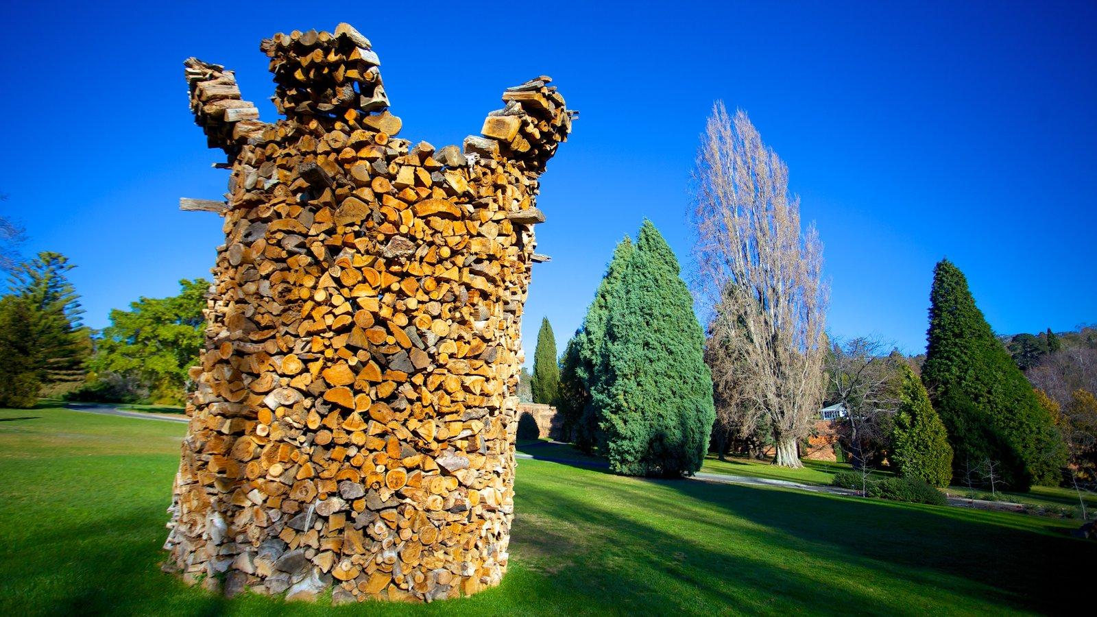 Royal Tasmanian Botanical Gardens featuring outdoor art and a park