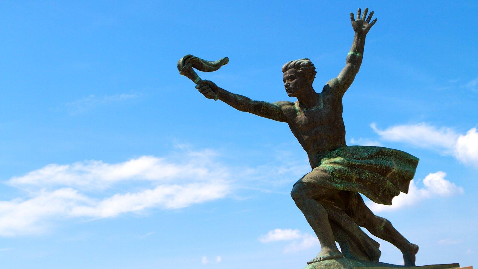 Citadella mostrando uma estátua ou escultura e elementos de patrimônio