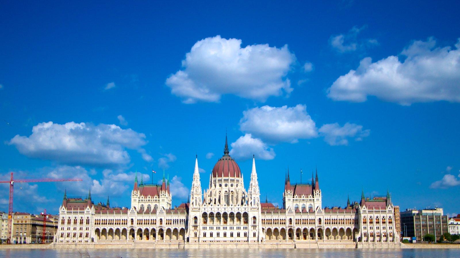Edifício do Parlamento caracterizando um edifício administrativo, arquitetura de patrimônio e uma cidade