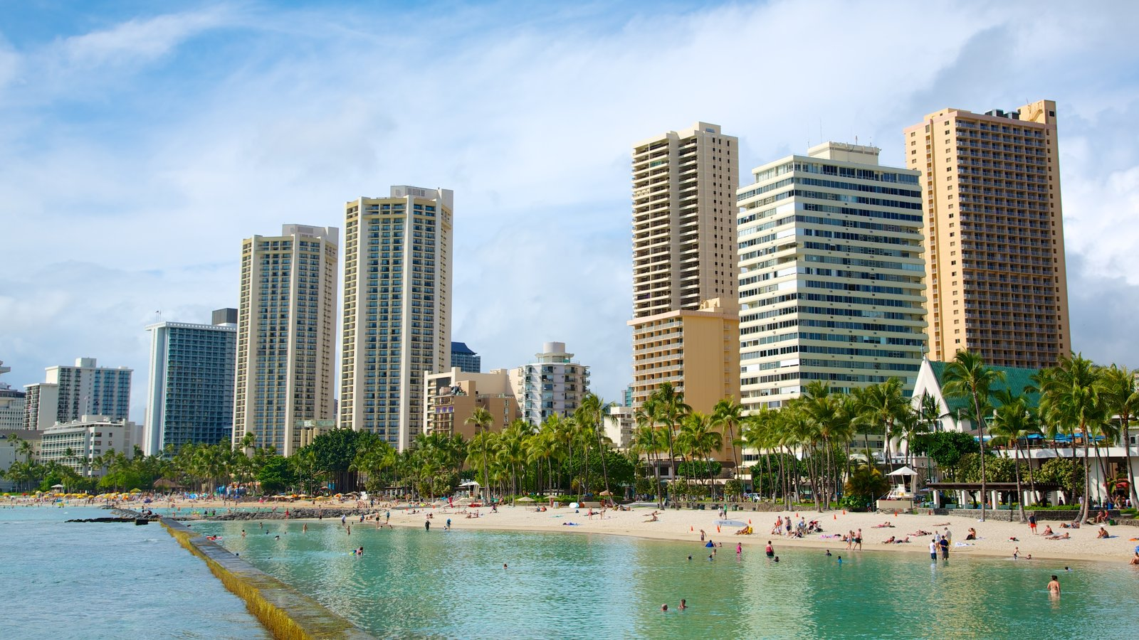 Honolulu showing a coastal town, tropical scenes and a city