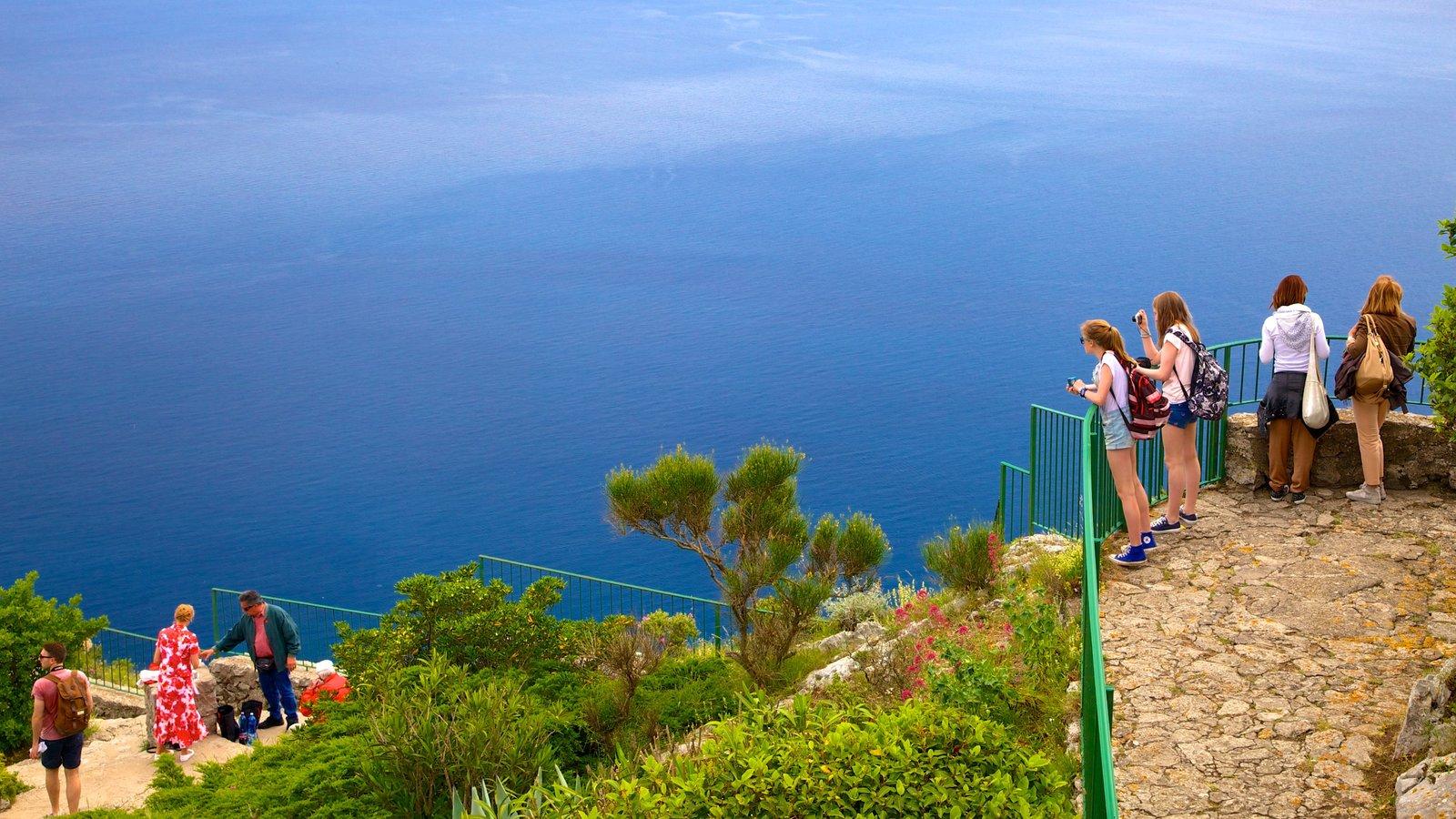 Monte Solaro que inclui uma baía ou porto, escalada ou caminhada e paisagens