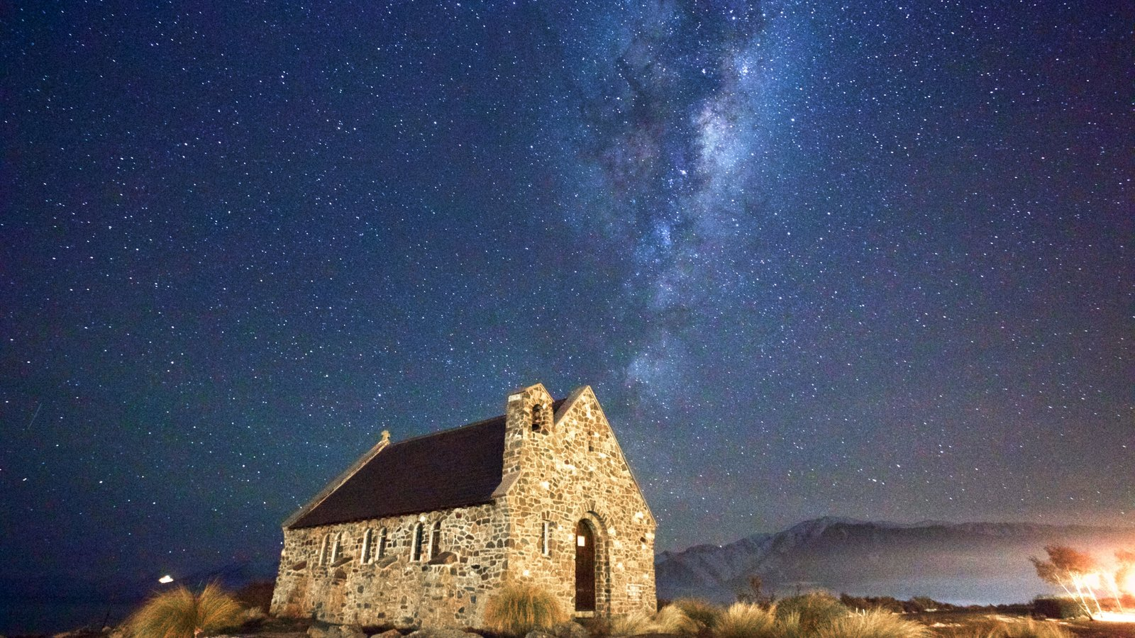 Mackenzie Country showing northern lights, night scenes and heritage architecture