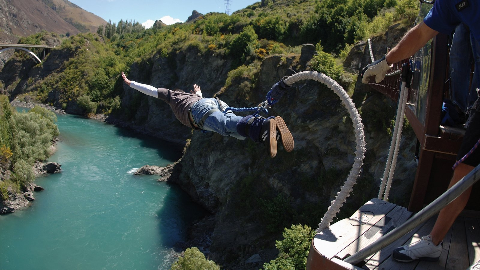 Queenstown showing bungee jumping and a river or creek