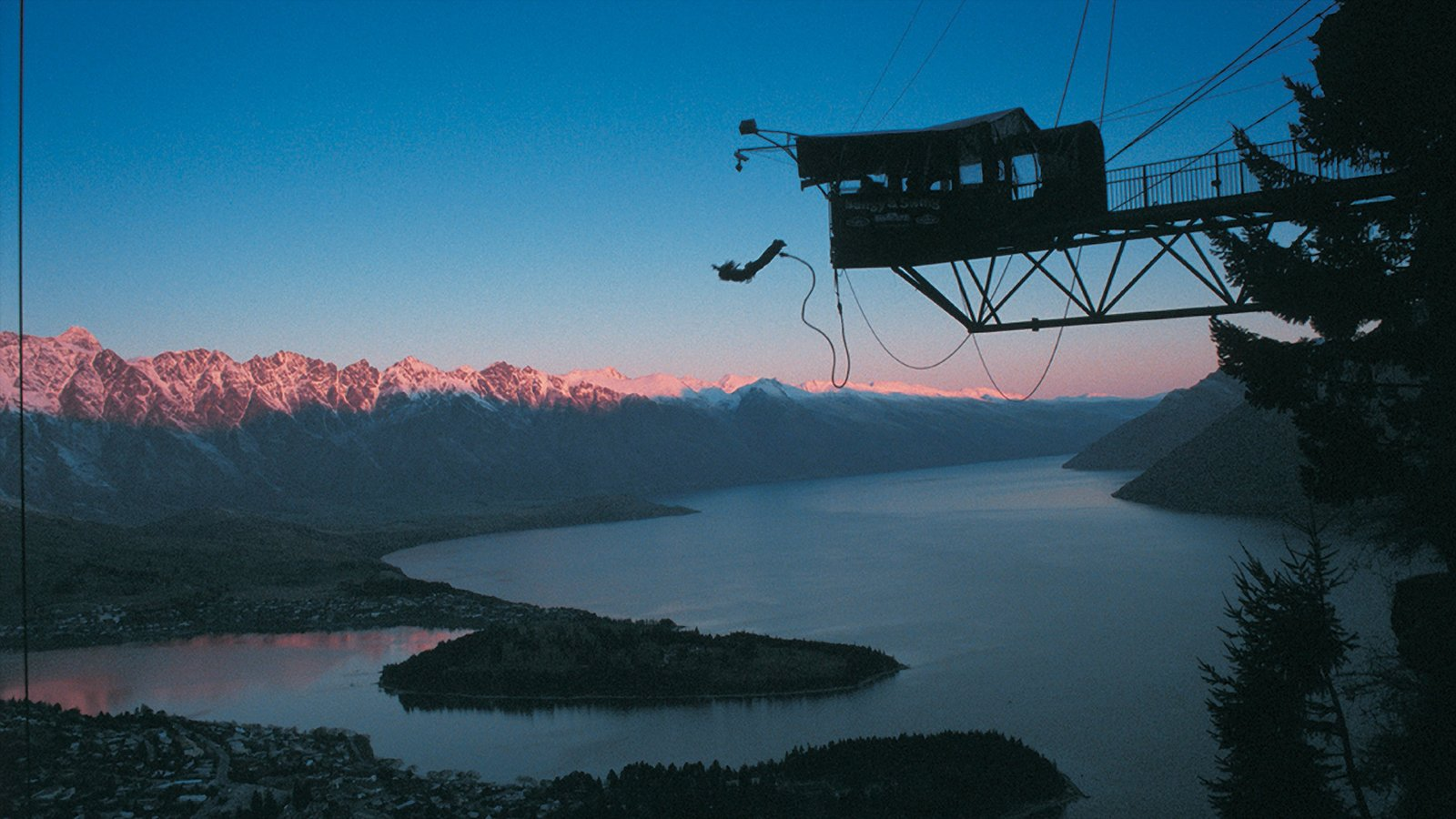 Queenstown showing bungee jumping and a sunset