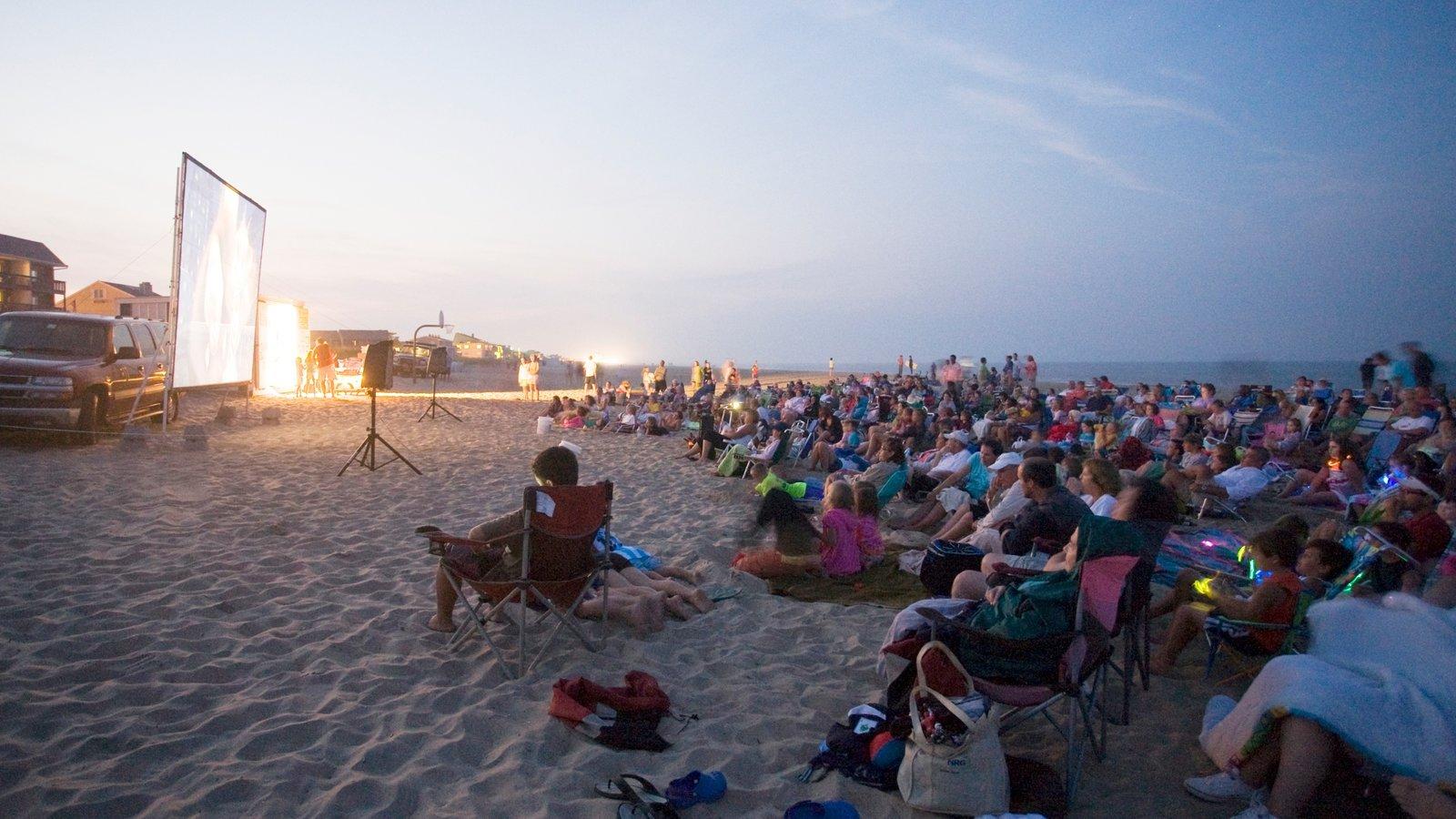 Dewey Beach mostrando una playa de arena y también un gran grupo de personas