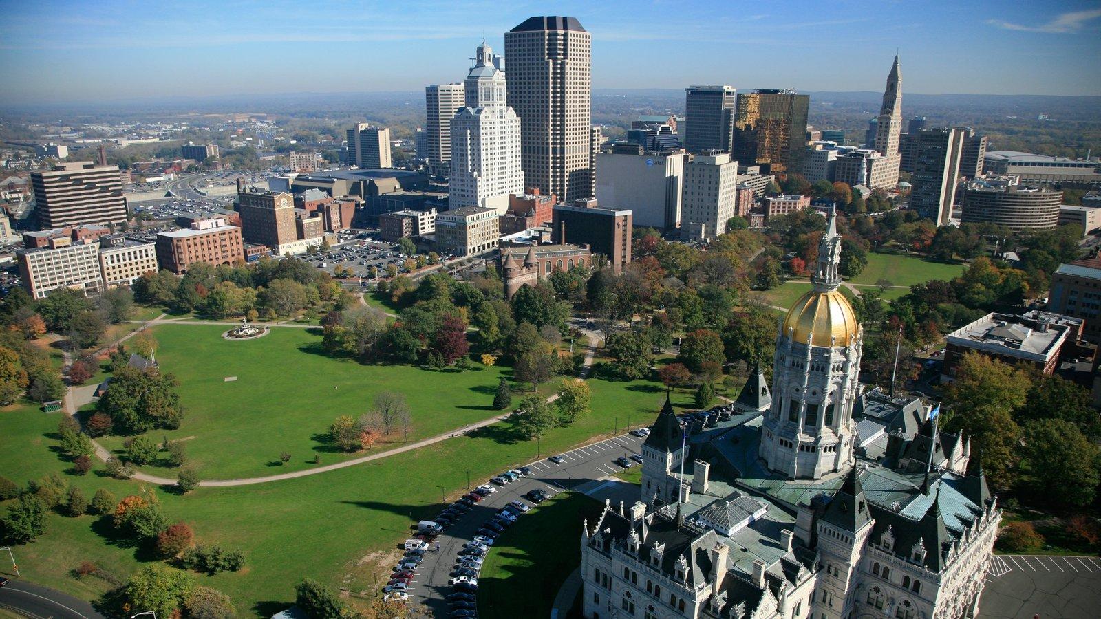 Hartford caracterizando uma cidade, uma igreja ou catedral e elementos religiosos
