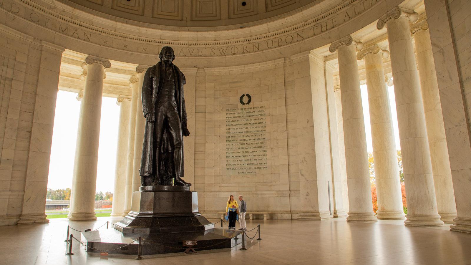 Jefferson Memorial mostrando uma estátua ou escultura, elementos de patrimônio e vistas internas