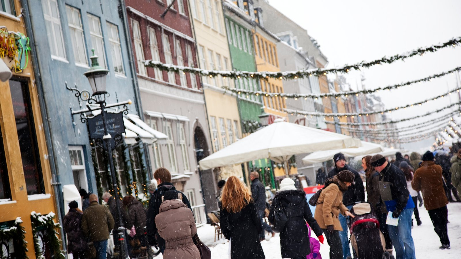 Nyhavn showing snow, a city and street scenes