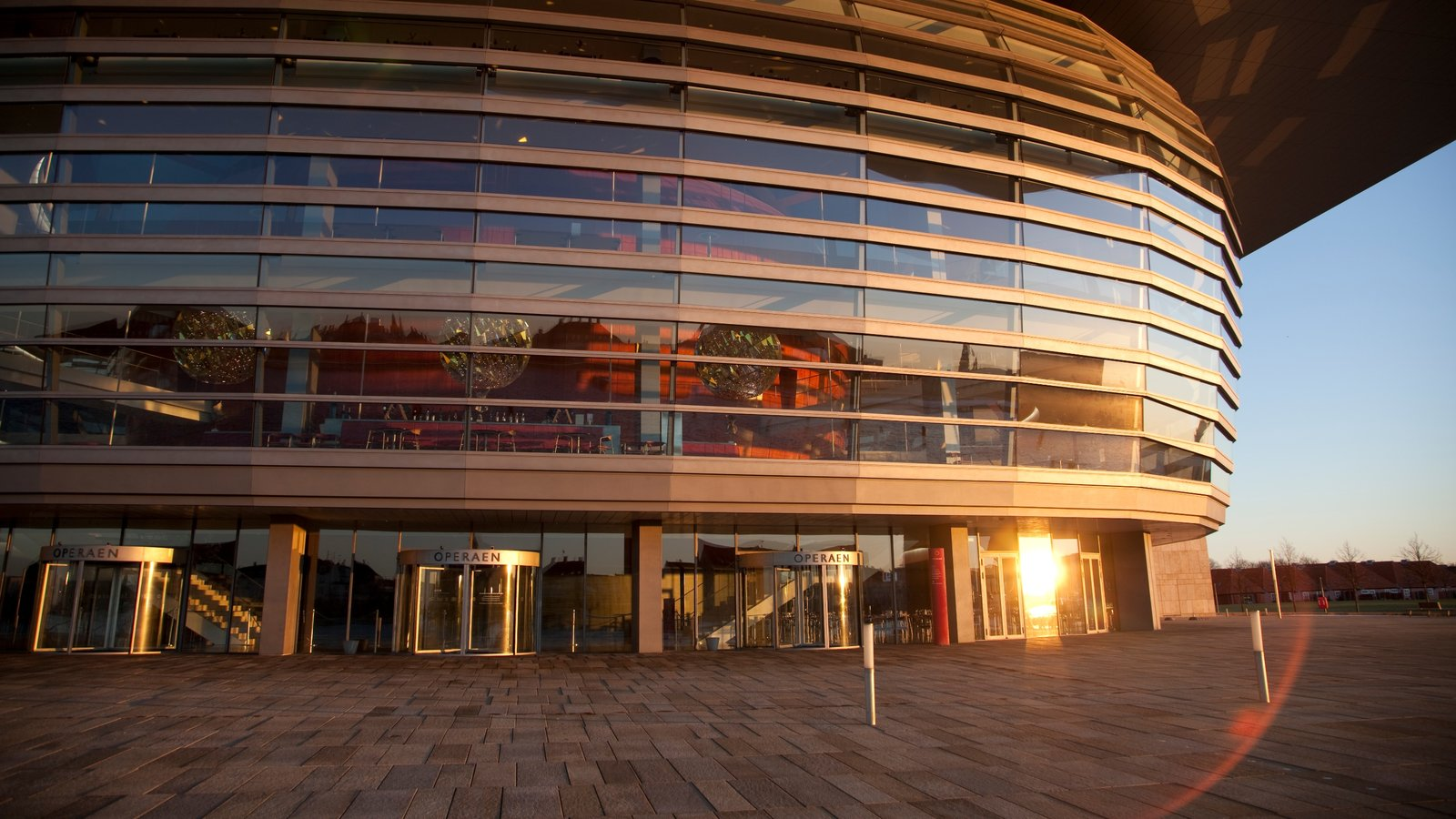 Copenhagen Opera House featuring theater scenes, modern architecture and a city