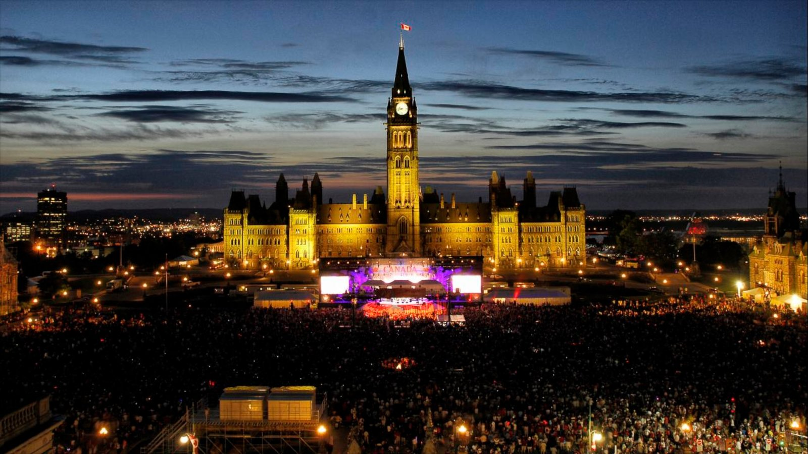 Ottawa que inclui uma cidade, um edifício administrativo e cenas noturnas