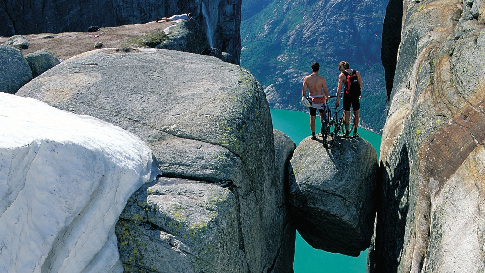 Kjerag showing mountains, views and hiking or walking