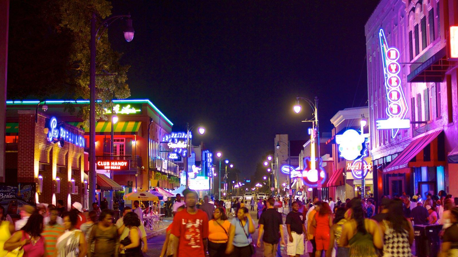 Beale Street ofreciendo vida nocturna, escenas urbanas y una ciudad