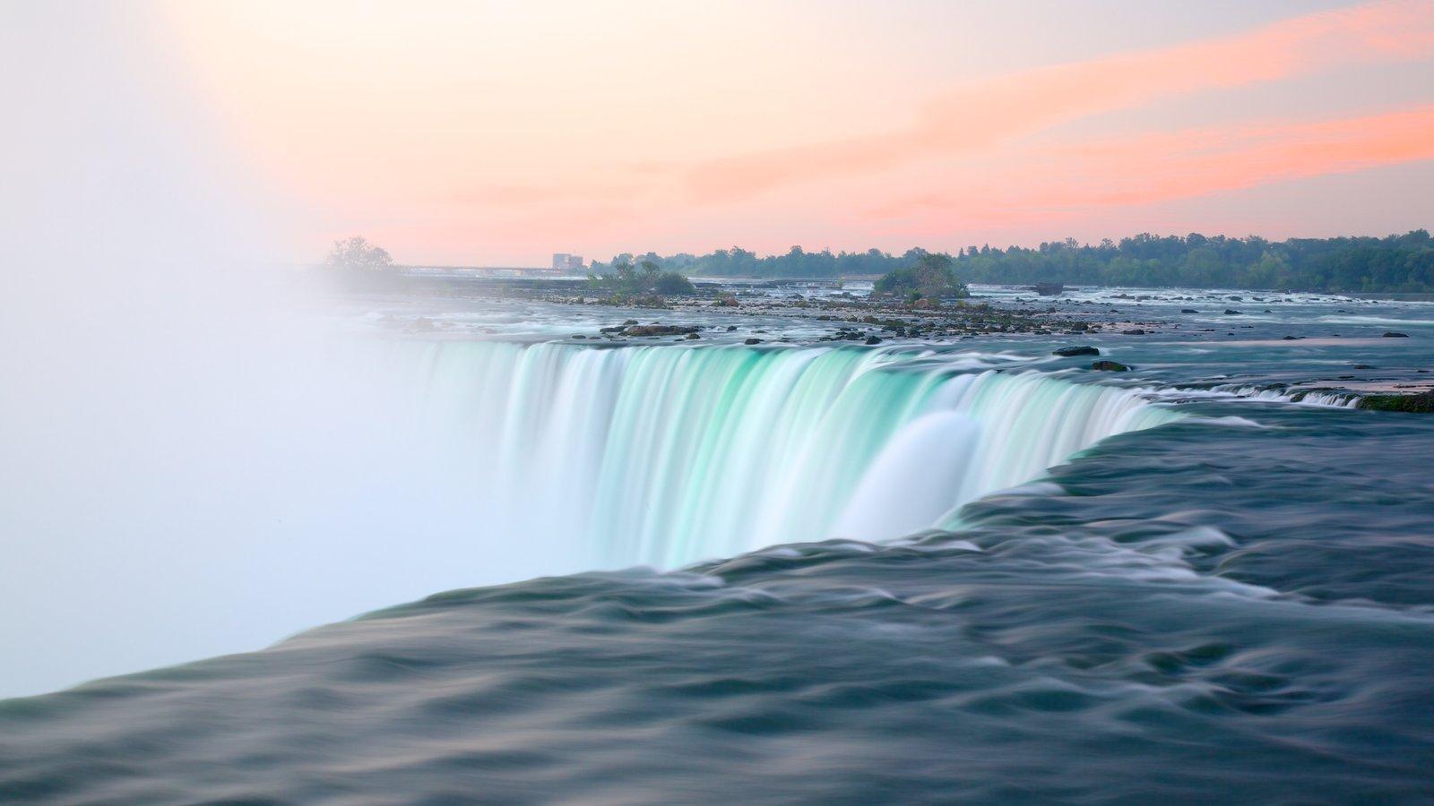 Niagara Falls mostrando paisagem e uma cachoeira