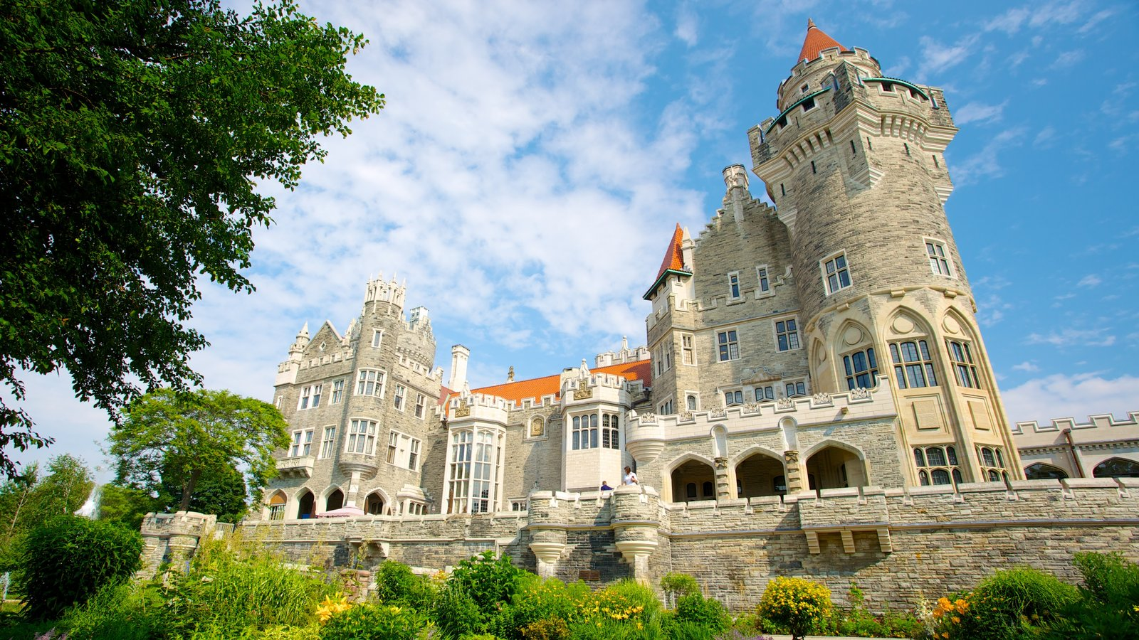 Castles palaces pictures view images of canada for Casa loma mansion toronto
