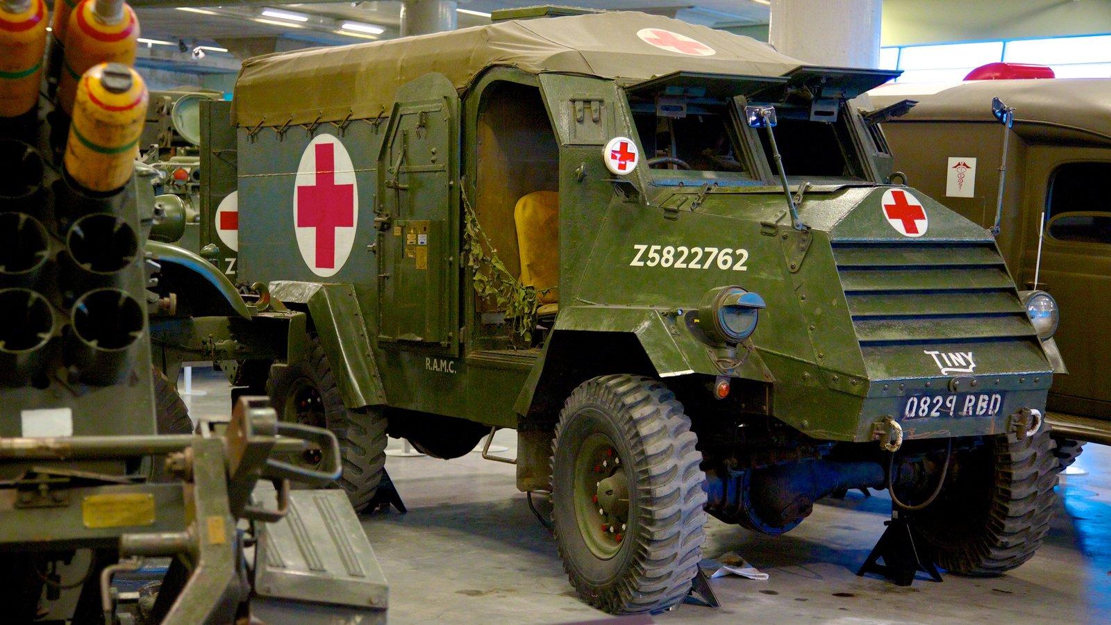 Canadian War Museum que inclui itens militares e vistas internas