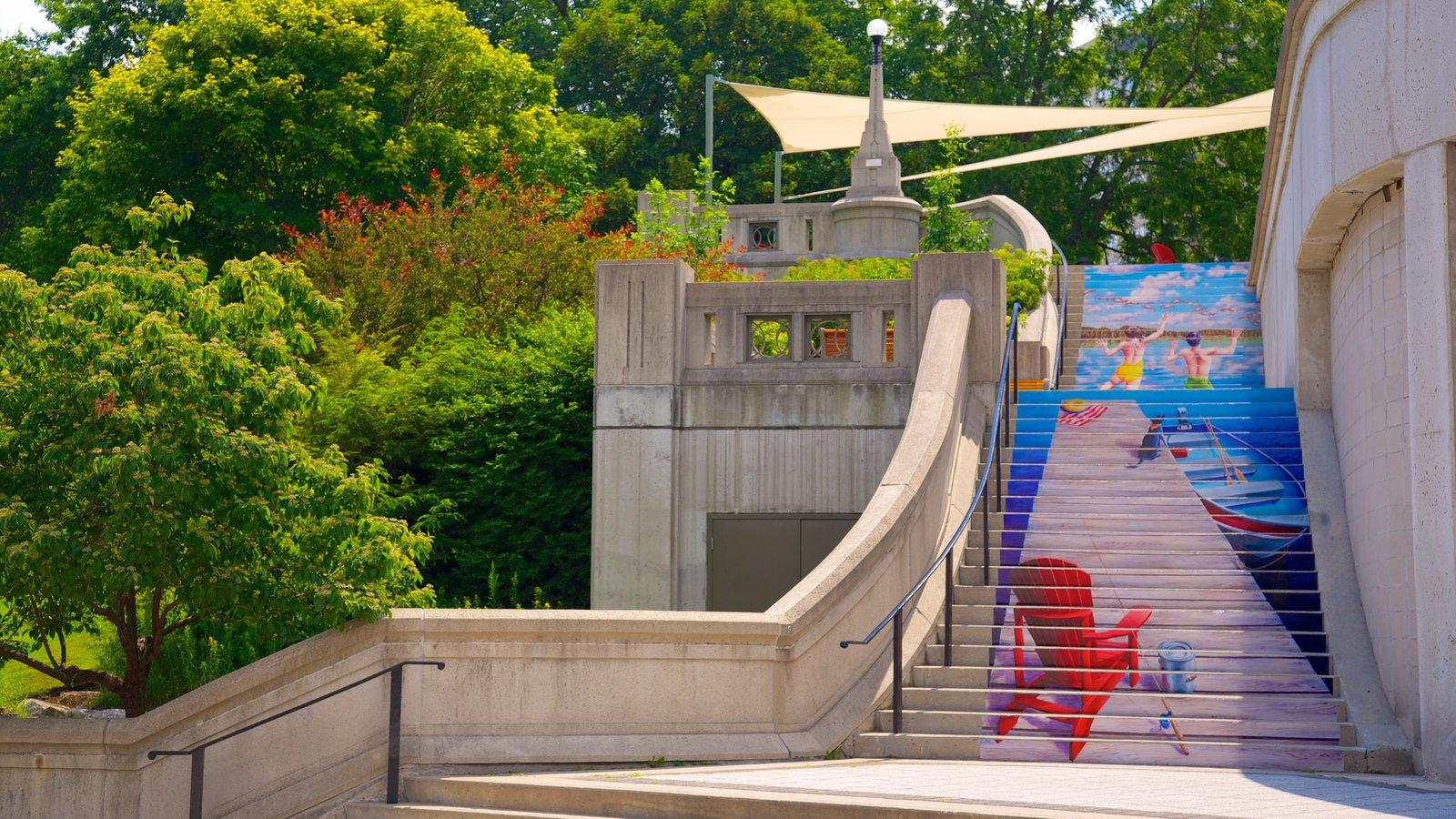 Rideau Canal que inclui arquitetura de patrimônio e arte ao ar livre